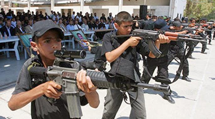 Hamas_trains_kids